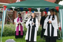 Rev Kate MacFarlane leading the Service of Thanksgiving