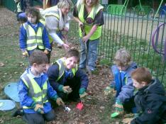 Bulb Planting with Crofton Anne Dale Infants 013