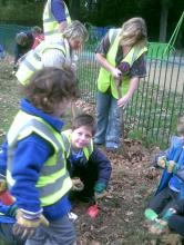 Bulb Planting with Crofton Anne Dale Infants 014