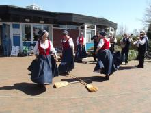 Hampshire Garland Dancers dancing with Welsh Besums